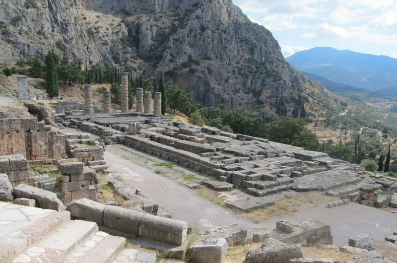 Дельфы, Храм Аполлона и Оракул