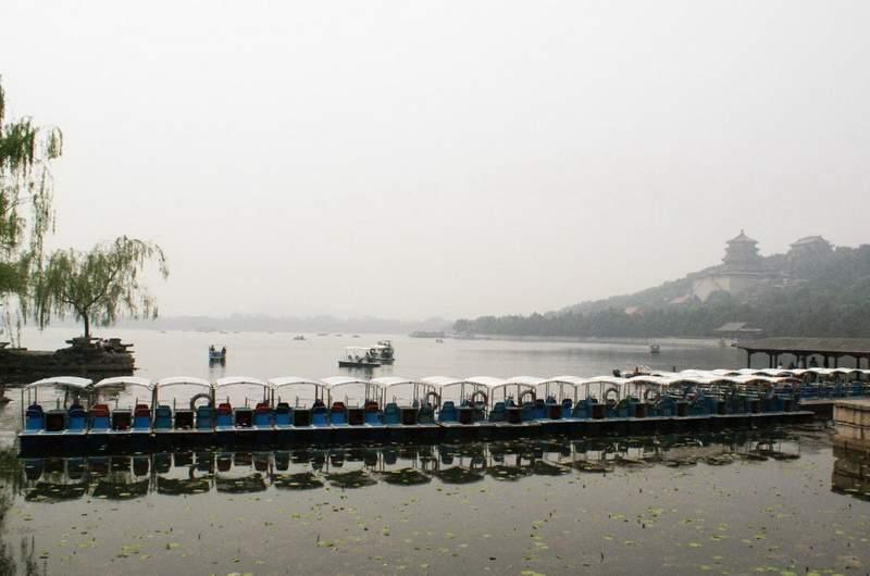 Вид на озеро Куньмин в Летнем дворце