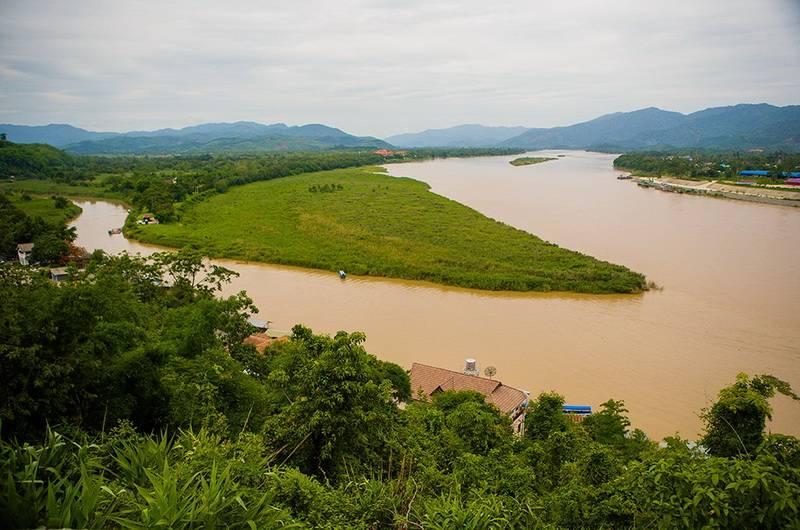 Золотой треугольник. Справа Лаос, по центру Мьянма, слева Таиланд