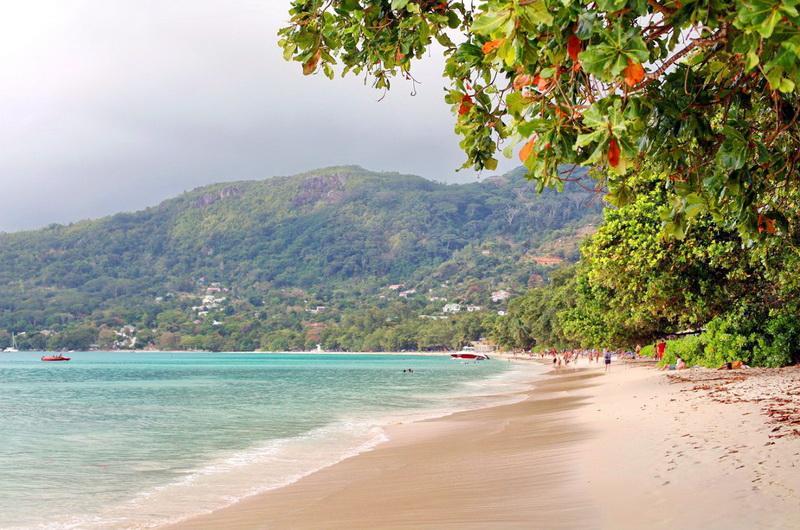 Пляж Бо Валлон на о.Маэ
