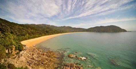 10 Разноцветных пляжей мира