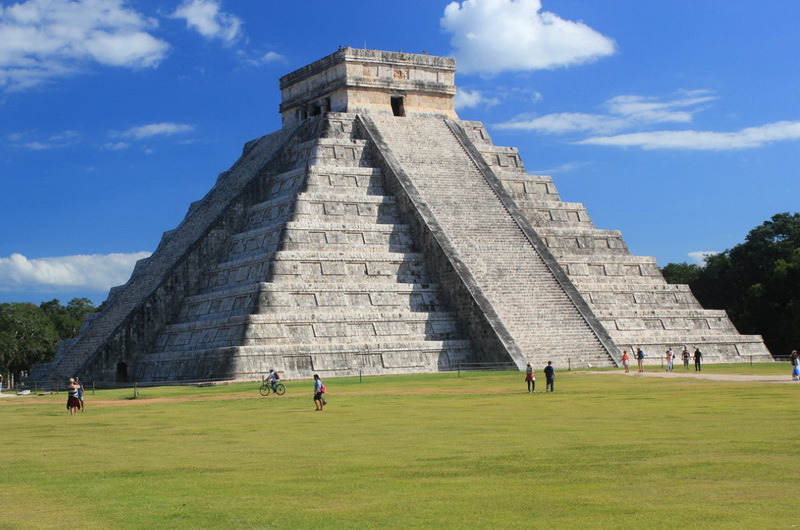 Знаменитая пирамида Кукулькана в Чичен-Ице