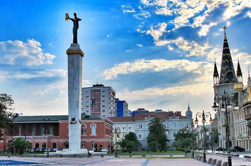 Батуми. Европейская площадь, статуя Медеи