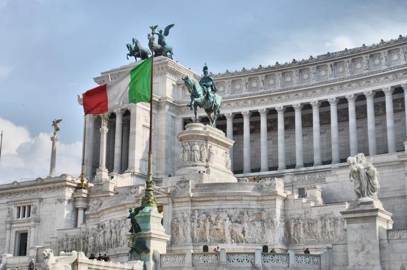Памятник Виктору Эммануилу II на площади Венеции