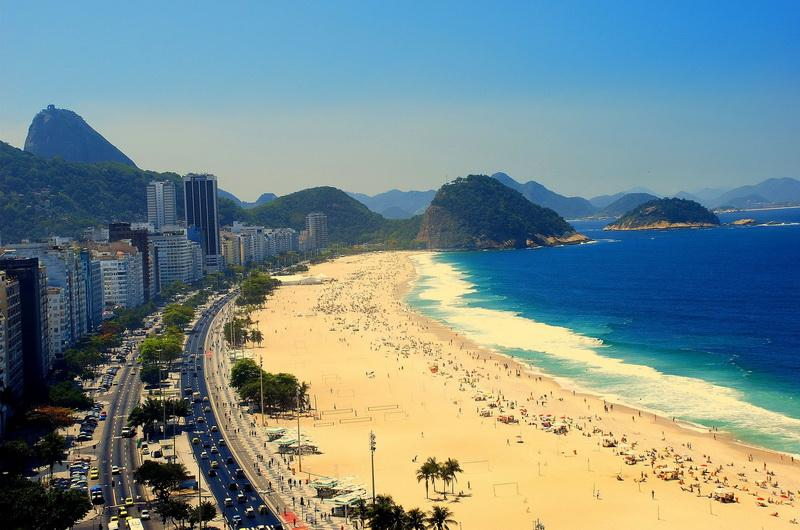 Пляж Копакабана (Copacabana Beach) в Бразилии