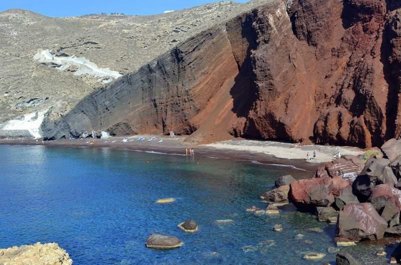 Красный пляж у городка Акротири