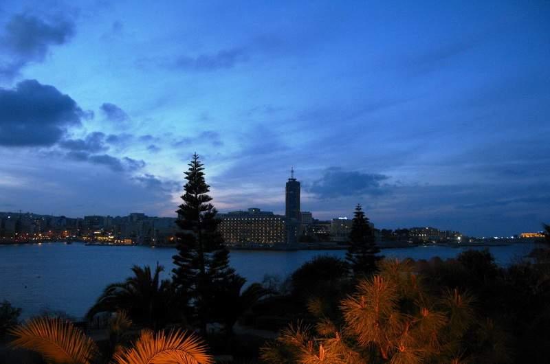 Слима. Вид на единственный небоскреб на Мальте