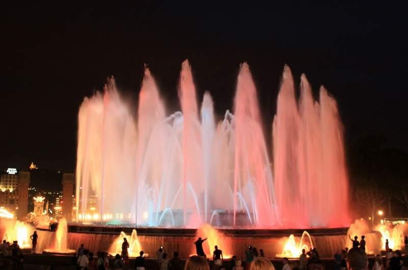 «Поющий» фонтан парка Монтжуик