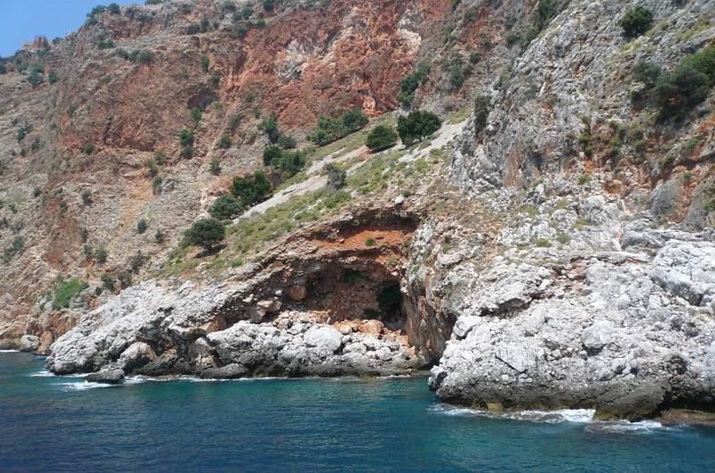 Алания. Одна их трёх пещер (Девичья, Фосфорная и пещера Влюблённых)